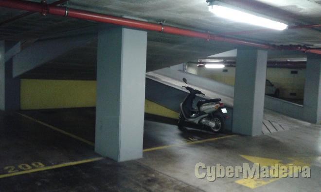 Garagem, estacionamento Outros para Arrendamento Sé, Centro