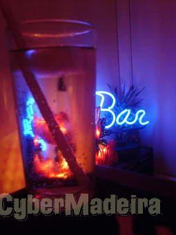 Empregada para bar