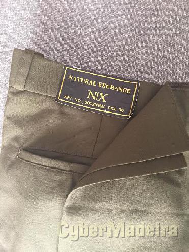Calças cor verde escuras da natural exchange marca americana