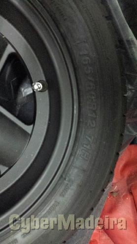 "Revolution  mini12"" com pneus"