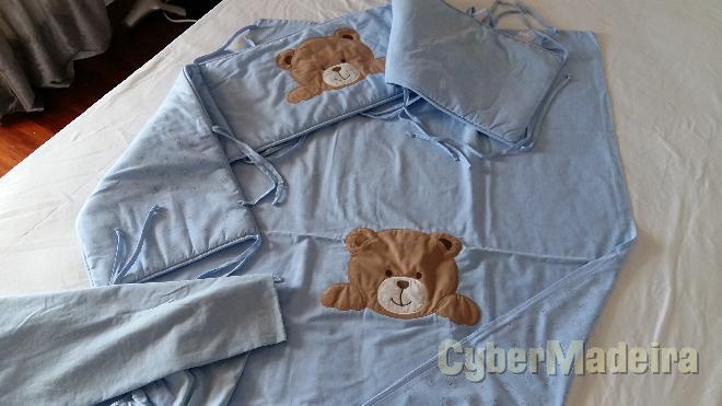 Edredão de berço azul + protetor de cama + lençol  pré-natal