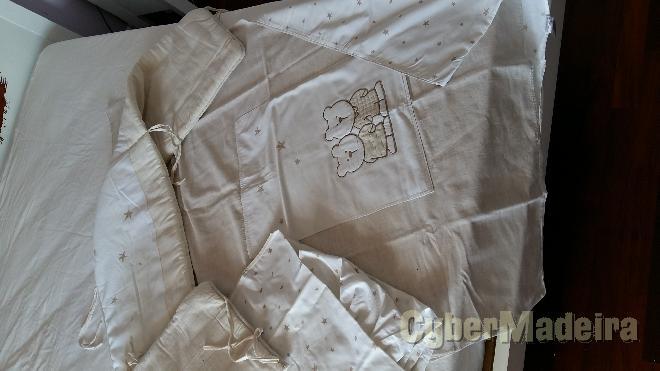 Edredão de berço branco + miolo + protetor de cama + lençol  pré-natal