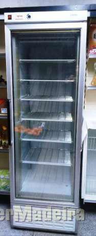 Ajudante de técnico  de reparações de frigoríficos E maquinas de lavar
