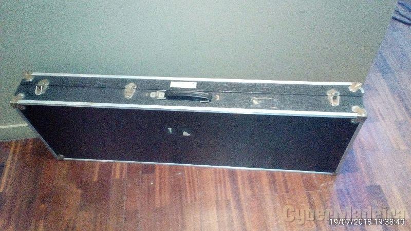 Flightcase / caixa rijo para teclado