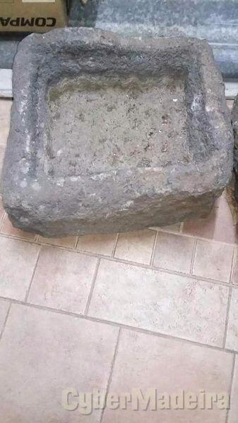 Pia ou filtro em pedra maciça