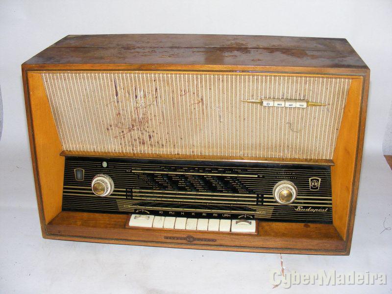 Radio antigo precisa de ser colado E montado novamente