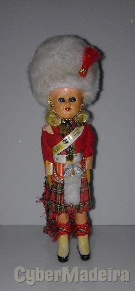 Boneco antigo com traje típico escocês 20cm