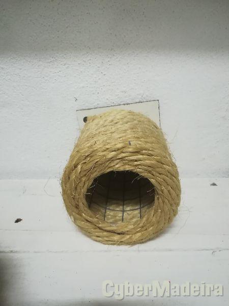 Ninho de corda em garrafa grande