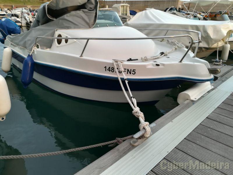Barco totalmente revisto