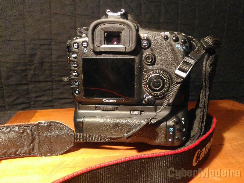 Canon 7D mark I com punho E 2 baterias