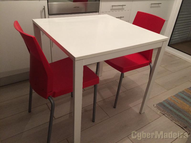 Mesa de cozinha com 2 cadeiras