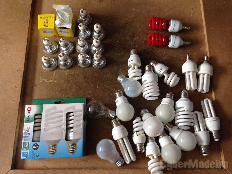 Todas as lâmpadas na foto