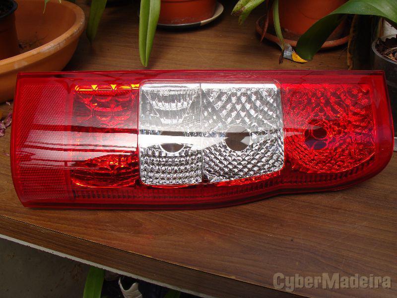 ford transit  uma luz traseira lado direito por 20 euros