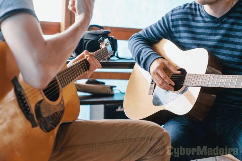 Aulas de Guitarra, Braguinha e Rajão em sua casa