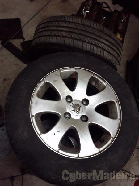 """Jantes r15 4x108 c/ pneus15"""" com pneus"""