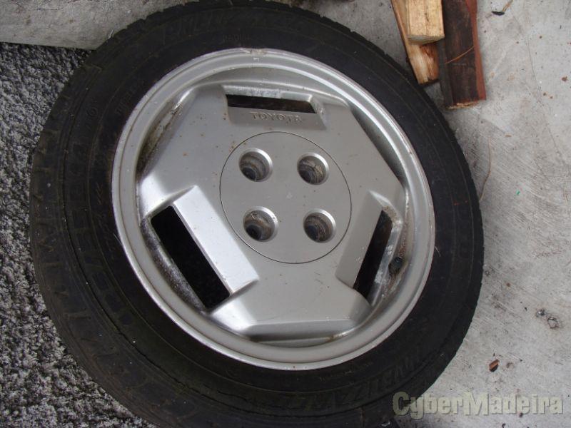 """JANTES TOYOTA R 1414"""" com pneus"""