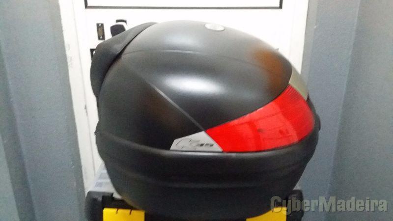 Mala E capacete