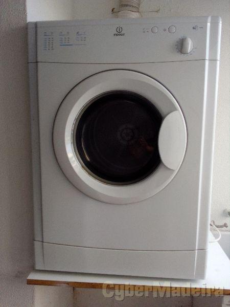 Máquina de Secar Roupa INDESIT - 6kg6 Kg