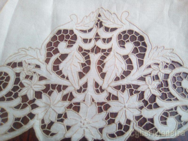 Toalha bordada antiga
