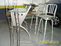 Bar de jardim; mesa de centro E de jardim; almofadas; cadeiras de sala de jantar E mesa de apoio