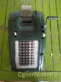 Maquina calculadora mecânica com ticket. Meados dos anos 30 ou 40.