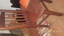 Enorme mesa com 6 cadeiras