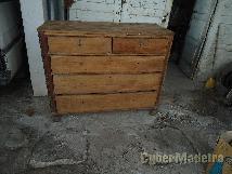 Cómoda antiga em madeira