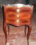 Mesa de cabeceira com 3 gavetas antiga