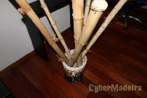 Cesto E canas de bamboo