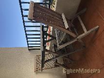 Mesa E 4 cadeiras de jardim