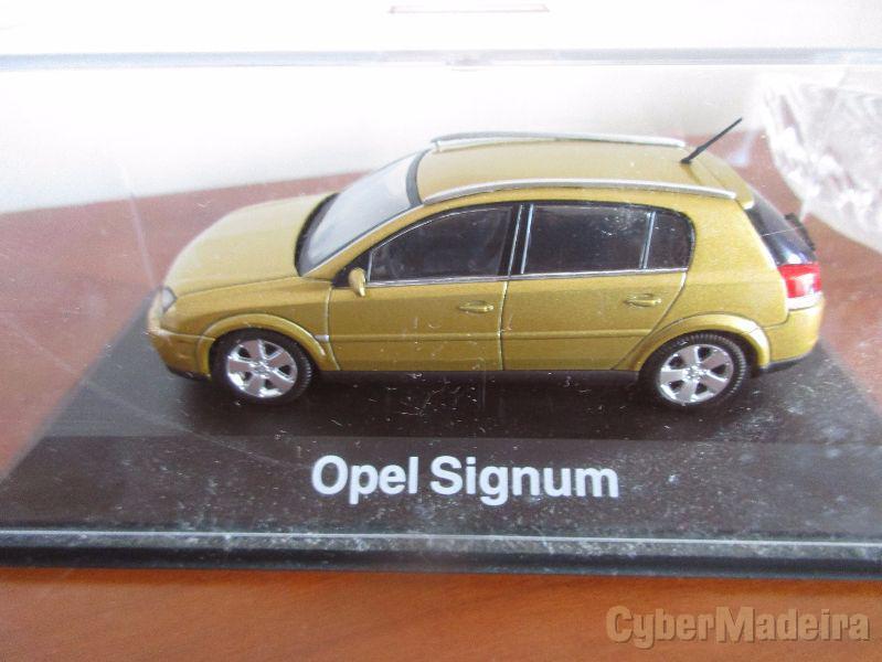 Miniatura de coleção na escala 1:43 opel