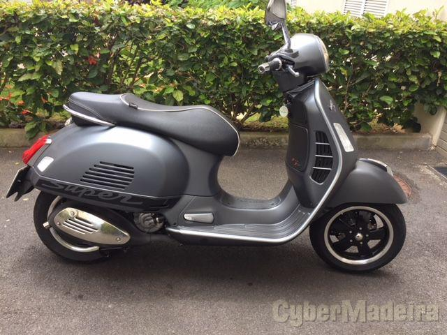 Vespa GTS SUPER SPORT 300 ABS 300 cc Scooter