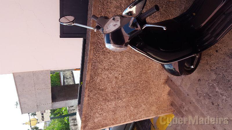 Vespa Lx125 125 cc Scooter