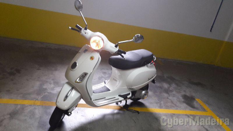 Vespa LX 125 cc Scooter