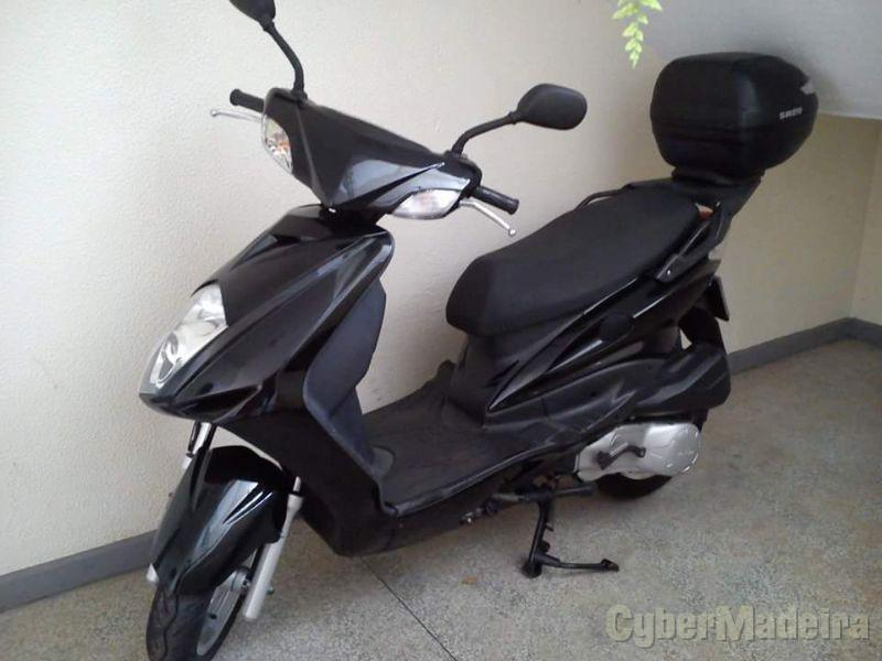 Daelim S 125 cc Scooter