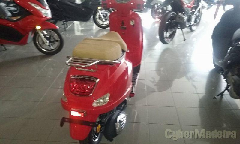 Mcycles M I   serie 2 125 cc Scooter
