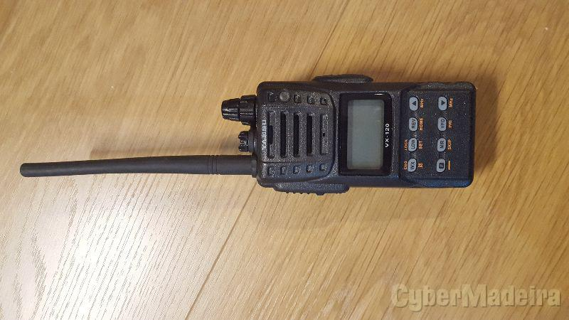 Rádio Yaesu VX-120E (à prova de água, norma IPX7)