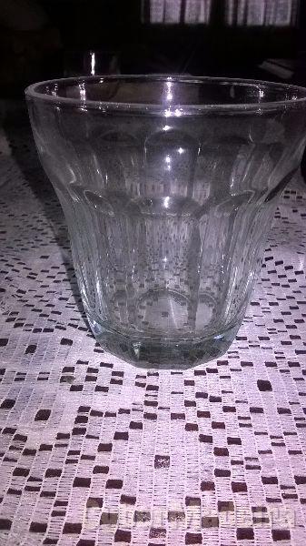 25 copos para sumo. ofereço 2 copos da brisa E 2 da laranjada. novos  nunca usados  tudo por 10 euros.