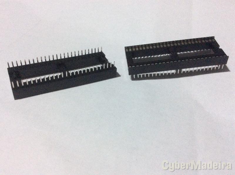 Suporte para circuito integrado DIP 52 Pinos  espaçados a 1.778 milímetros