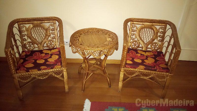 Conjunto de 2 cadeiras E 1 mesa em vime
