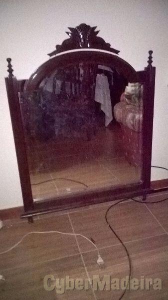 Espelho com estrutura em madeira de mogno boa qualidade