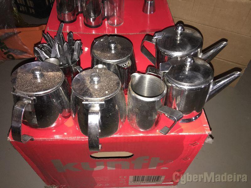 varios potes de chá e café inox