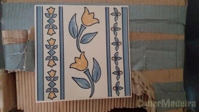 Caixa com 50 azulejos portugueses  15CM por 15CM
