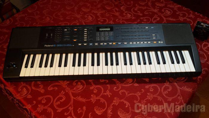 Roland E35 arranger synthesizer