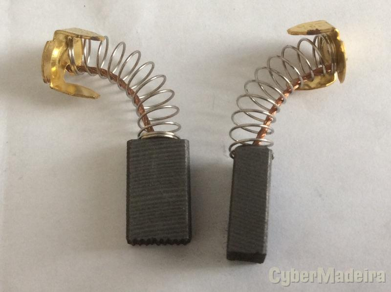 Escovas de carvão 5,6*9,6*15,3mm.  CB103A